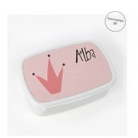 caja personalizada con el diseño de la corona de una reina y el nombre de la peque