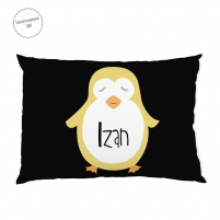 el cojín personalizado pinguino negro es perfecto para decorar la habitación del peque